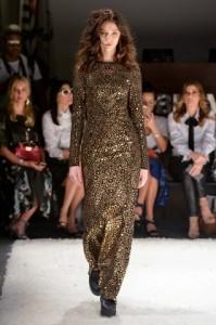 Vestido metalizado por Patricia Vieira